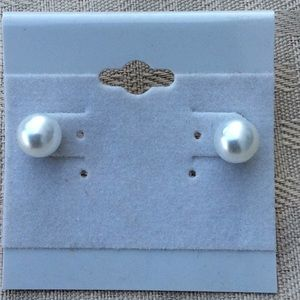 Jewelry - New White Pearl Style Stud Earrings